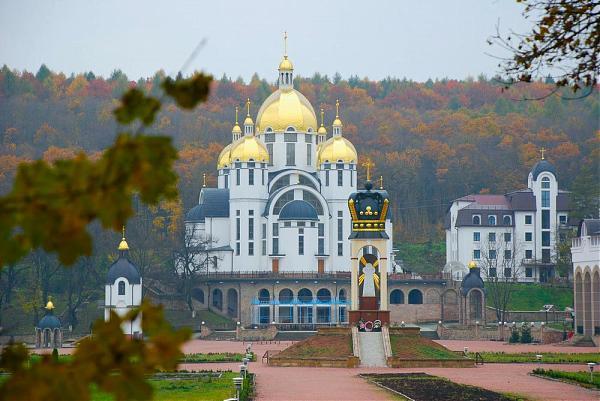 Zarvanytsya, church, autumn
