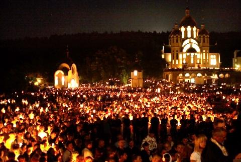 Zarvanytsya, pilgrimage at night